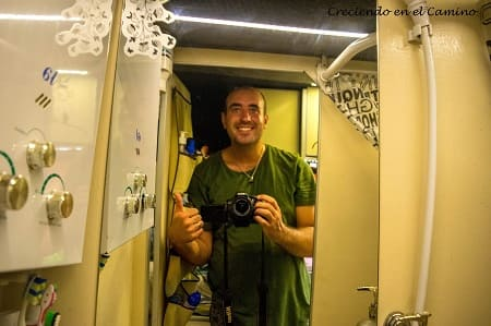 Como colocar un espejo en el baño de una autocaravana