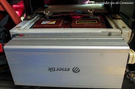 El inversor que pusimos es marca Enertik de 1500 watts.