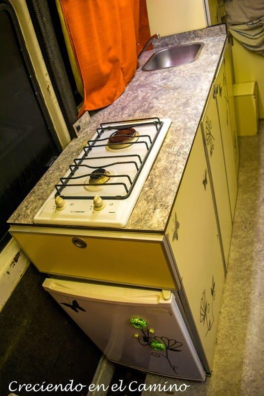 mueble de cocina terminado de un motorhome