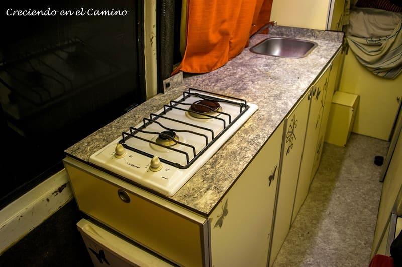 mueble de cocina terminado de una casa rodante