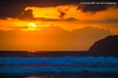 que hacer y visitar en Jaco y playa uvita en costa rica