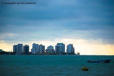 que visitar y hacer en Bahía de Caráquez y canoa en ecuador