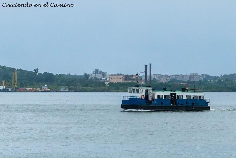 ferry para cruzar a conocer el cristo de la habana