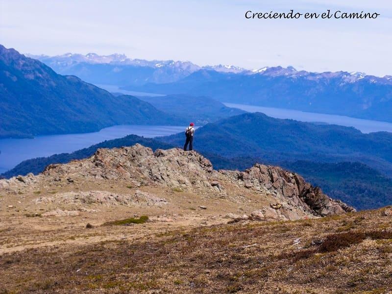 vista desde la cumbre del cerro la mona, lago espejo chico, camino de los 7 lagos argentina