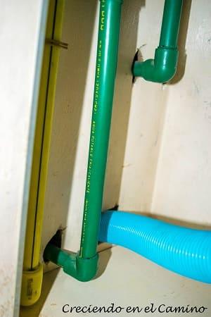 instalacion de agua del baño de una casa rodante
