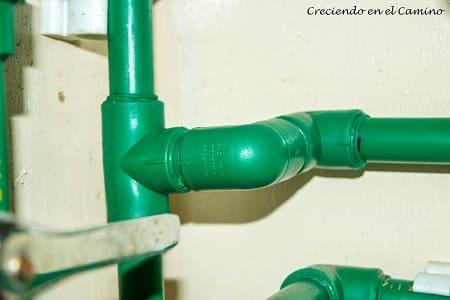 instalacion de agua caliente en una casa rodante