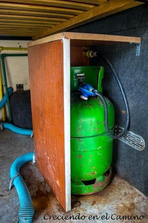 receptáculo para garrafa o cilindro de gas en una casa rodante