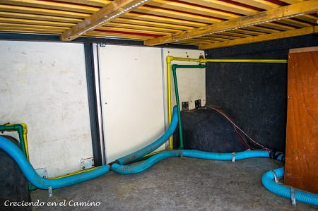 conectando desagüe a tanque de aguas grises de una casa rodante