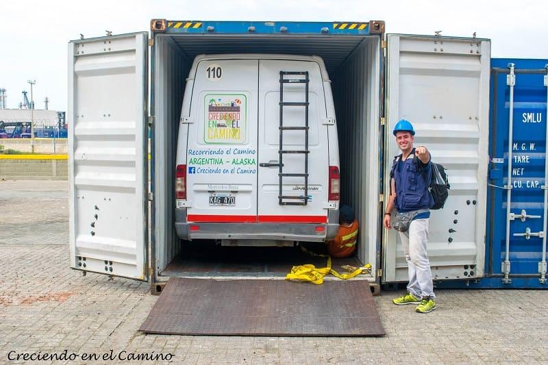 Llenado del contenedor en cartagena para cruzar tu vehiculo a panama