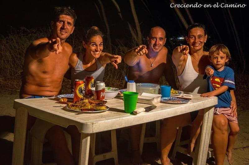 con amigos en playa tamarindo costa rica