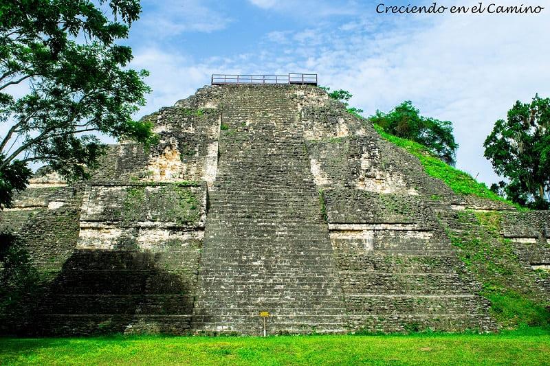 Plaza de la Gran Pirámide o mundo perdido, Tikal